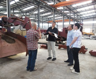 Customers from the United States visit.
